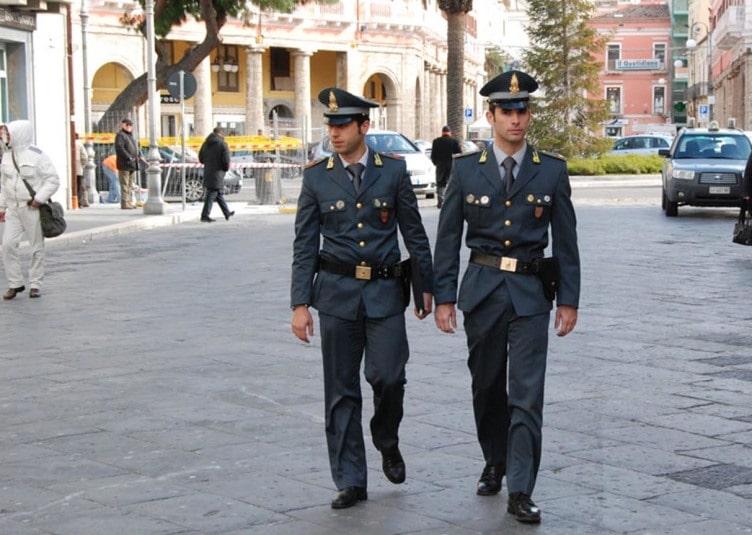Agenti GdF a Crotone
