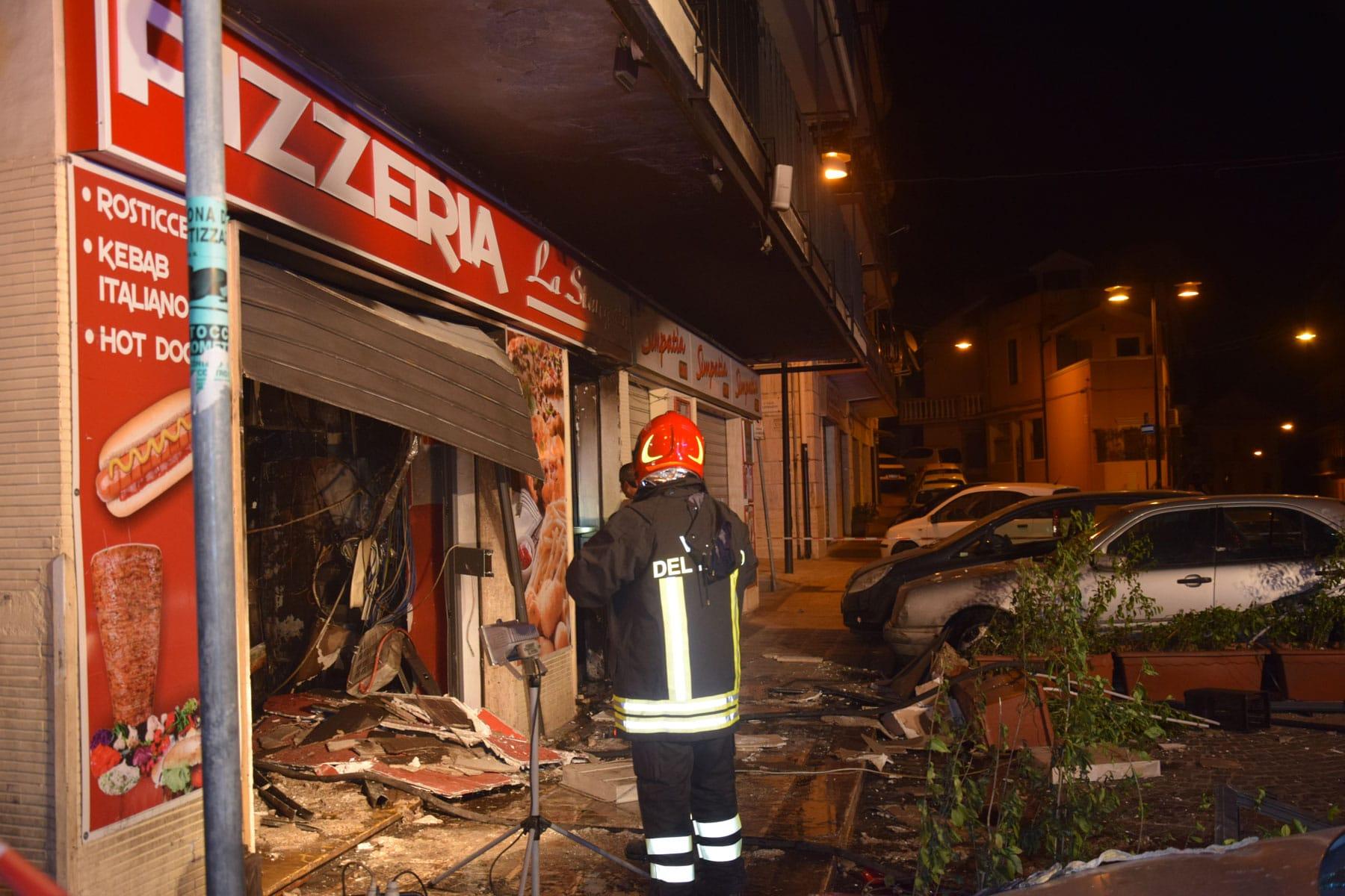 Crotone, Incendio pizzeria